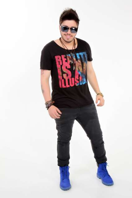 Rafael-Yared-cantor-sertanejo-Im.-01-683x1024 Title category