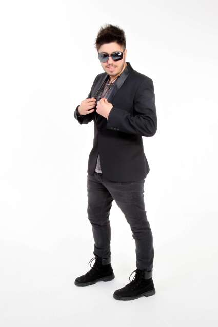 Rafael-Yared-cantor-sertanejo-Im.-03-683x1024 Title category