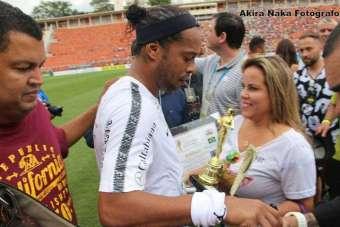 Billy-Jackson-Ronaldinho-Gaúcho-e-Viviane-Alves.-Im.001.-340x227 Title category