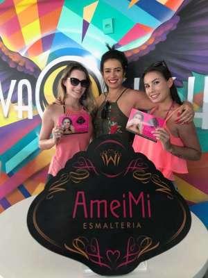 1-A-empresária-Michelle-Vargas-centro-com-as-modelos-da-ação-de-Verão-AMEIMI-que-está-agitando-o-Brava-Sushi-aos-finais-de-semana-300x400 Title category