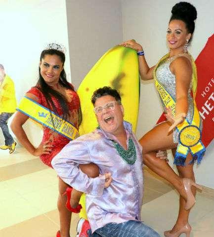 Milton-entre-Marcillene-Moraes-rainha-e-Karla-Moreno-musa-Im.001-433x480 Title category