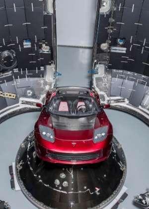 o-foguete-da-empresa-de-elon-musk-vai-levar-ao-espaco-um-roadster-vermelho-cereja-1517353764390_300x420 Title category