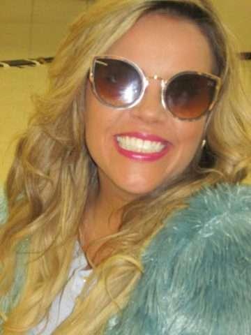 Viviane-Alves-com-óculos-Vivi-Xic-Xic-Im.002-e1523418429468 Title category