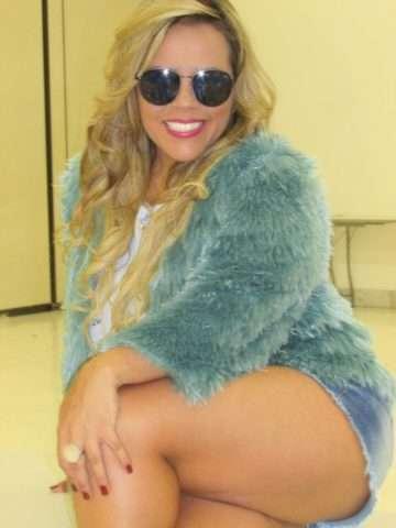 Viviane-Alves-com-óculos-Vivi-Xic-Xic-Im.004-e1523418270352 Title category