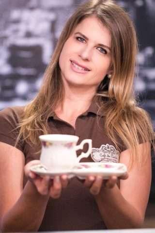 Paula-Vieira-proprietária-café-du-centre-Im.001-e1528077208749 Title category