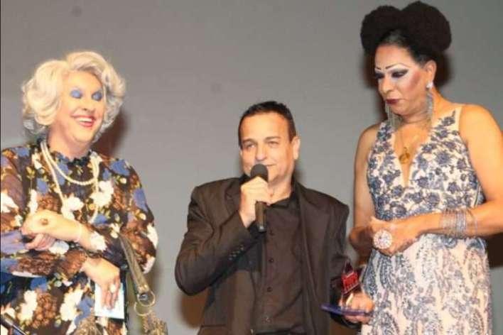 A-Tia-personagem-de-Guilherme-Uzeda-Ailton-Pedro-e-Silvetty-Montilla-Im.001-1-e1530480034473 Title category