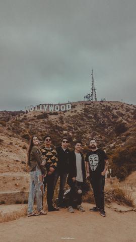 Gravação-de-parte-do-primeiro-clipe-em-Los-Angeles.-Na-foto-Sophia-Lanza-GMeyer-Rafael-Rueda-Muhlmann-Renan-Kamizi-e-Murillo-Ribeiro.-270x480 Title category