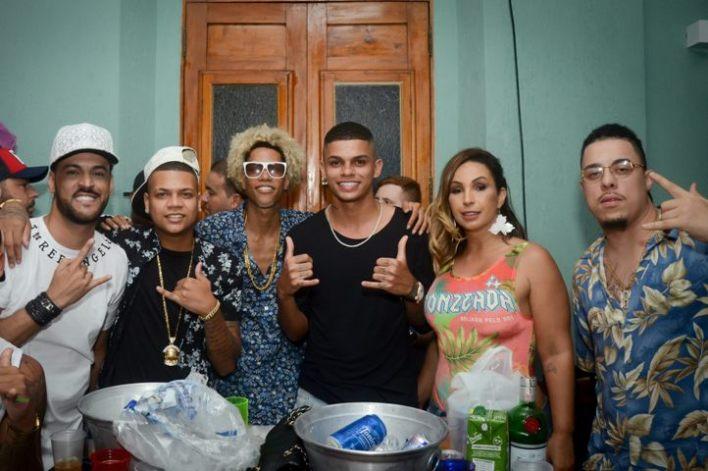 FP-do-Trem-Bala-Entre-Crew-Duduzinho-Maneirinho-Valesca-Popozuda-e-WC-Do-Beat-Im.001 Title category