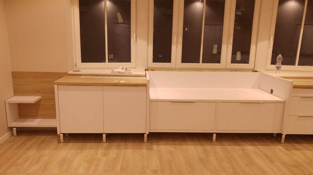 Készülő ülőpad a konyhabútor mellé