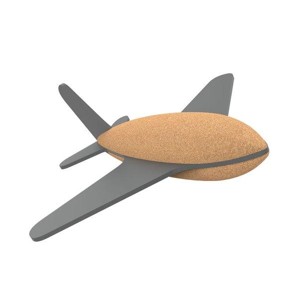 Todos a bordo! Vamos entrar no maior transporte de todos: o Avião a Jacto! Voar faz parte da nossa imaginação e as crianças levam isso muito a sério. Feito de cortiça e borracha, o Avião a Jacto é um brinquedo perfeito para crianças pequenas que ajuda a desenvolver as suas habilidades motoras e espaciais. O brinquedo perfeito para crianças criativas.