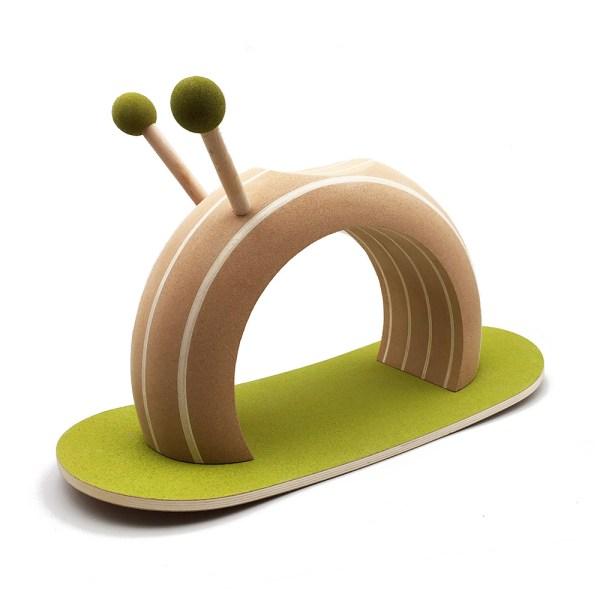 O caracol de baloiço da Elou Cork Toys disponivel na EhGoom.