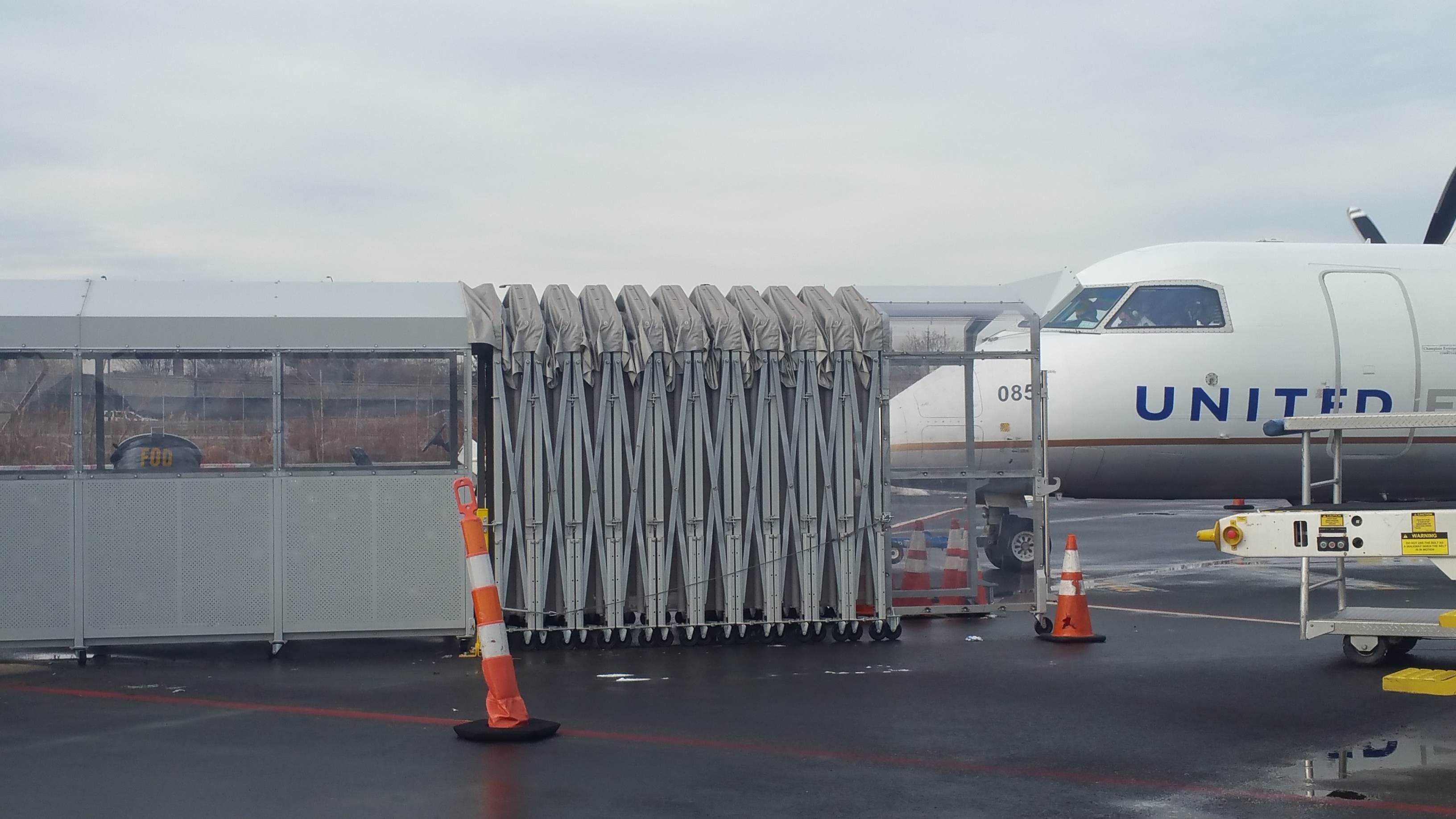 ground boarding equipment, east island aviation, ewr, newark airport, united airlines