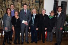 Bürgermeister Alexander Büttner (rechts) übergab die drei Ehrenamtspreise an Münstereifeler Bürger, die sich sozial engagieren. Bild: Marita Hochgürtel