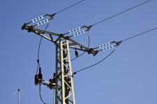 Der fertige Mast – längere Isolatoren und Isolierungen an stromführenden Teilen in Mastnähe. Bild: Tameer Gunnar Eden/Eifeler Presse Agentur/epa