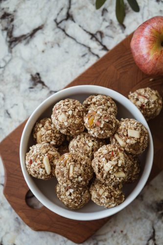 cinnamon apple energy bites recipe, a simple and quick healthy snack >> Eight Pepperberries