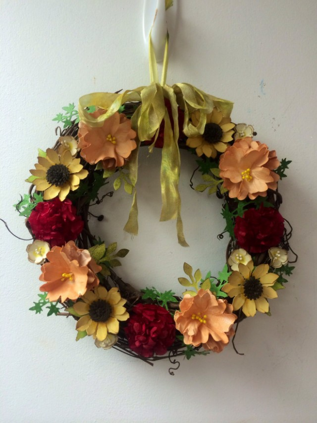 Fall Sizzix Paper Flower Wreath by Pair of Petals | Eileenhull.com