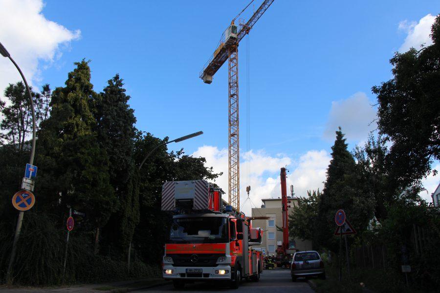 Feuerwehr rettet Bauarbeiter aus großer Höhe