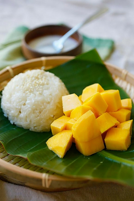 http://rasamalaysia.com/wp-content/uploads/2014/11/mango-sticky-rice-4.jpg