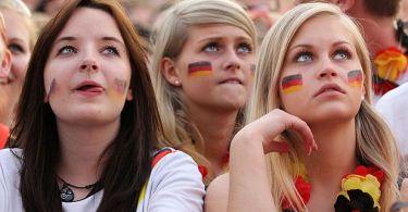 """""""Nossas esposas e filhas têm medo de ataques sexuais,"""" diz ministro alemão, que avisou que Alemanha perdeu o controle de suas ruas e precisa deportar centenas de milhares de imigrantes muçulmanos"""