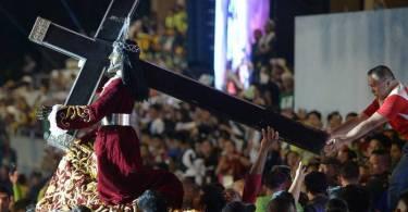 Procissão do Nazareno Negro reúne 1,5 milhão de católicos nas Filipinas