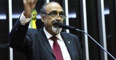 """Ezequiel Teixeira trabalha pela aprovação da """"Escola sem Partido"""""""