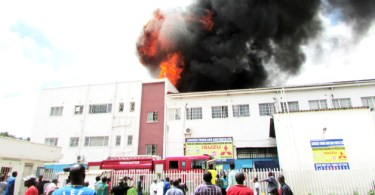 Incêndio destrói Sociedade Bíblica, mas 50 mil Bíblias permanecem intactas