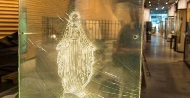 """Exposição possibilita """"chutar"""" imagem de Nossa Senhora"""
