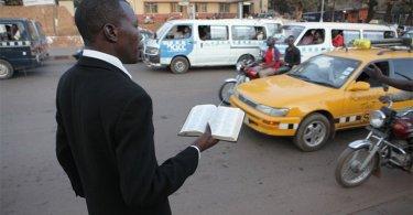 Líder muçulmano convoca grupo para matar evangelista, em Uganda