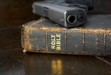 Uma resposta bíblica à negação de John Piper do direito cristão em portar armas