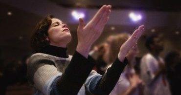 Pessoas que frequentam regularmente a igreja são mais confiáveis
