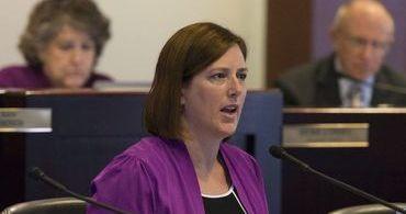 Senadora norte-americana quer proibir microchips em humanos