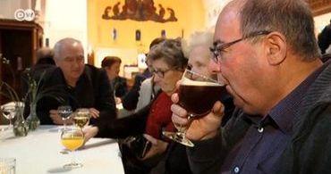 Bar da cidade fecha e igreja passa a servir cerveja a fiéis