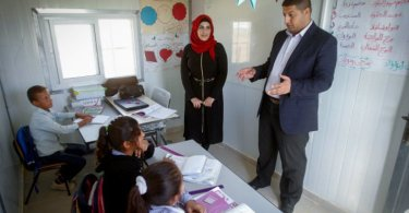 Palestinos ensinam crianças a lutarem contra Israel, nas escolas