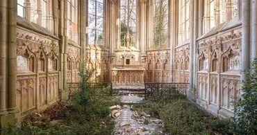Cristianismo em ruínas: um retrato da decadência europeia