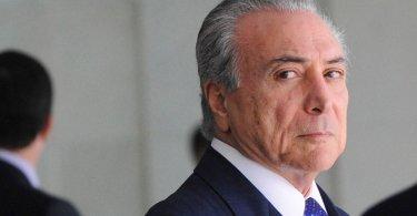 """""""É tempo de orar como nunca pelo Brasil"""", diz pastor sobre escândalos de corrupção"""