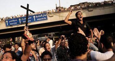 """Milhares de cristãos egípcios mandam recado ao EI: """"Não vamos negar nossa fé"""""""