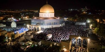 Muçulmanos invadem o Monte do Templo para comemorar o Ramadã