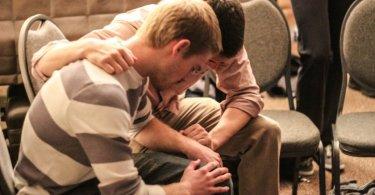Homem desiste de suicídio após entrar em igreja e ouvir pregação