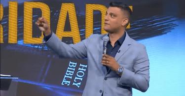 """""""É no dia da adversidade que você revela a fé que tem"""", diz pastor Tiago Brunet"""
