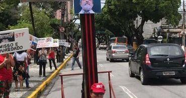 Imagem comparando Lula com Jesus causa revolta nas redes sociais