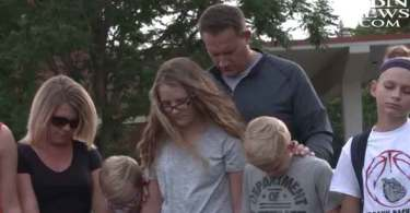 Centenas de pessoas se unem para orar por clubes de estudo bíblico nas escolas