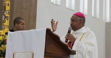 """Bispo católico ensina que """"homossexualismo é dom de Deus"""""""