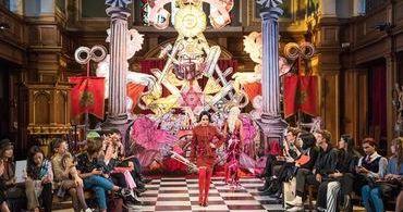 """""""Diabo"""" desfila em igreja evangélica de Londres"""