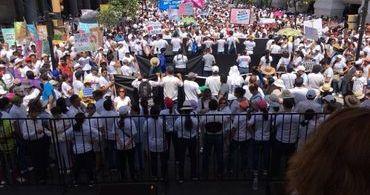 """Ativistas LGBT processam pastores após campanha """"Não se metam com nossos Filhos"""""""