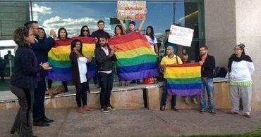 Bancada evangélica do DF pede revogação de política cultural LGBTI