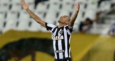 """Atacante Roger, do Botafogo, dá testemunho: """"Glória a Deus, estou curado"""""""