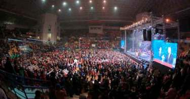 Evangelista americano conduz grande evento evangelístico no Vietnã comunista