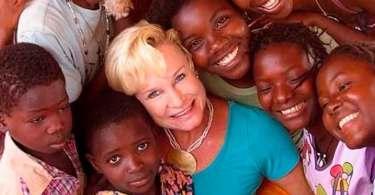 """""""A Igreja deve mostrar ao mundo o mesmo amor que Jesus derramou na cruz"""", diz Heidi Baker"""