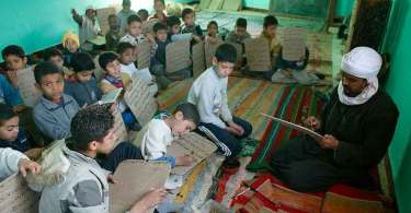 Professor muçulmano 'confisca' folheto evangelístico de aluno e acaba se convertendo