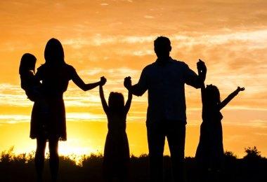 """""""Todavia, o meu justo viverá pela fé; e: Se retroceder, nele não se compraz a minha alma."""" Hebreus 10:38"""